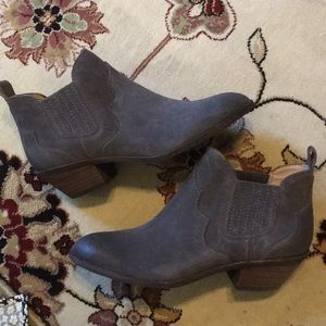 G.H. Bass & co Naomi suede booties NEW